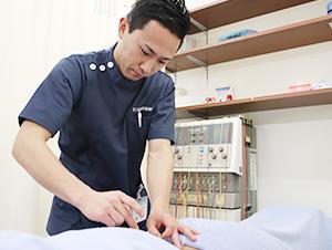 枚方市なつめ鍼灸整骨院の鍼灸施術風景