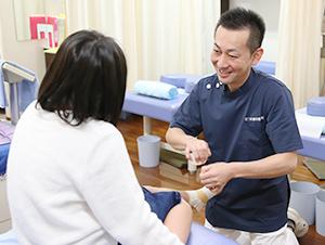 枚方市なつめ鍼灸整骨院の膝痛施術写真