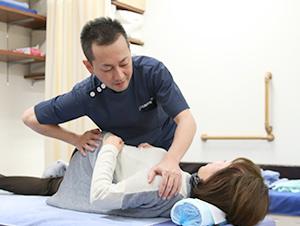 枚方市なつめ鍼灸整骨院のスポーツ活法施術写真