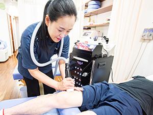 枚方市 なつめ鍼灸整骨院の筋膜リリース風景