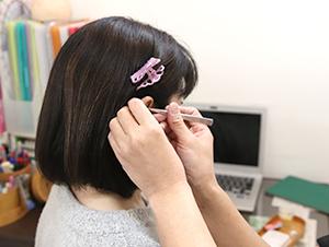 枚方市なつめ鍼灸整骨院の耳ツボダイエット施術風景